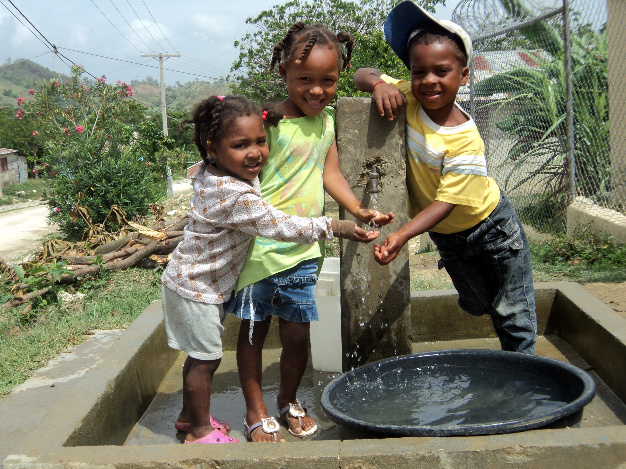 Kids at a water fountain