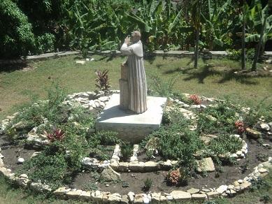 Villa Andrés-Estatua